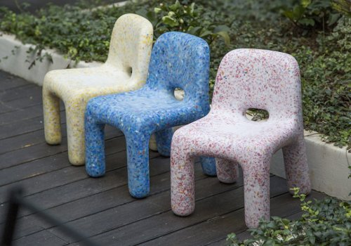 De ce mobilierul din plastic reciclat poate reprezenta viitorul